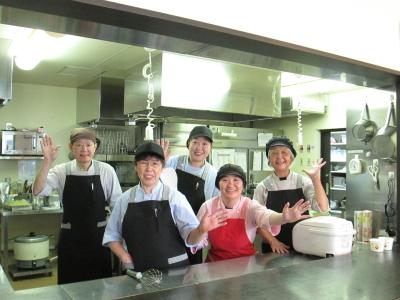 アリビオもみじ台のスタッフの皆さんです(^^) スタッフの仲がよく、助け合って仕事ができます。