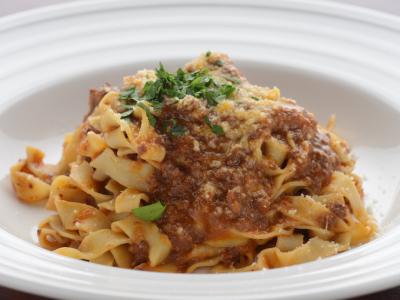 手打ちのパスタやジビエ料理など、本格イタリアンをベースにした料理の数々をご提供しています