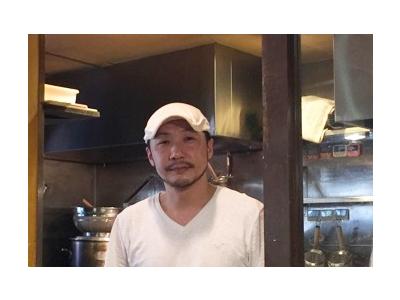 大阪・福島の名店「手打ちうどん やとう」で修業後、34歳でこの店を開いた竹内オーナー