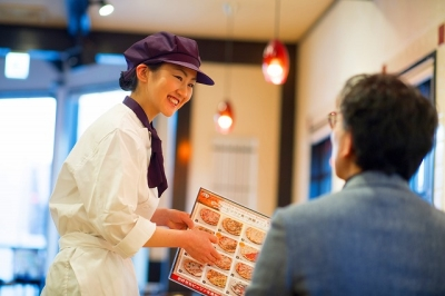9ブランド・124店舗で店長候補を募集!研修制度があるので、しっかり力をつけてから店長をお任せ。