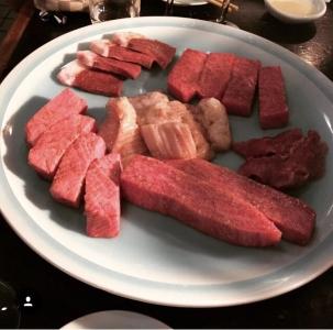 神戸で行列のできる焼肉店『焼肉 満月 』。独自性の高い技術で肉の美味しさを最大限に引き出します。