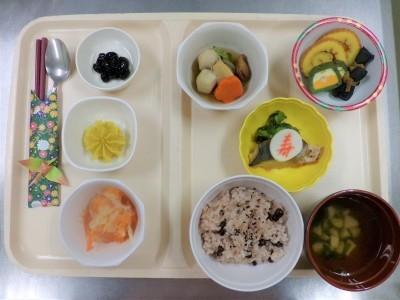 お正月や納涼祭等の行事の際には、行事食をお作りします。