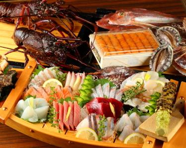 お客様の7割の方が注文される、お造りの盛り合わせ。社長が市場で毎朝厳選してくるお魚です。