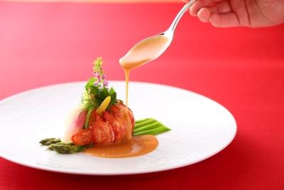 旬の食材を活かした、伝統と革新が融合する一皿を発信。