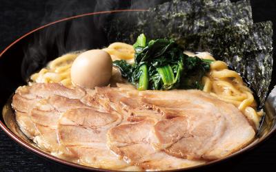 濃厚豚骨スープと特注中太麺の本気の横浜家系ラーメン店