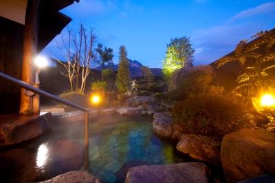 当館自慢の源泉100%掛流しの露天風呂 仕事終わり、お休みの日にどうぞ。