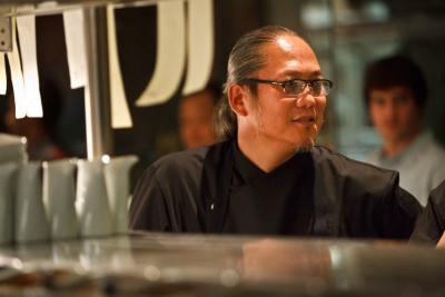 """""""和食の鉄人""""として名を馳せるシェフの森本正治。固定概念を覆す創造的な料理で、世界中の人々を魅了する"""