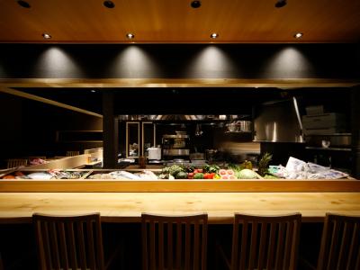 お客さまが食材を選んで調理するスタイルのお店です