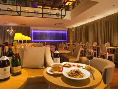 河原町御池からスグの立地にあるイタリアンレストランでホールスタッフを募集します