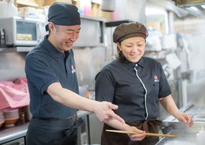 接客業務、焼き場・麺場業務など、店舗業務の基本をマスター。