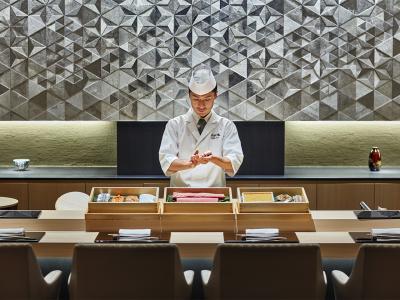 鮨の質はもちろん、内装にもこだわっています。(京都フォーシーズンズホテル内の様子)