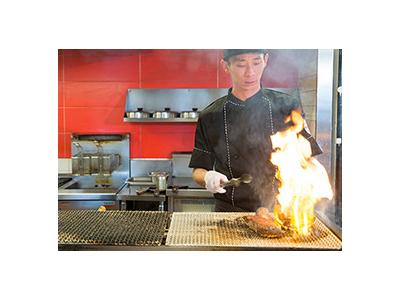 東証・名証一部上場企業が手がける人気ステーキハウスで店長候補を募集