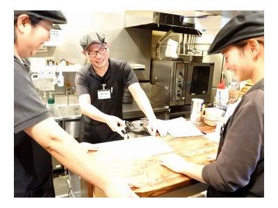 若い力に期待しています!三重県のハンバーグ専門店とカフェ店の計3店舗で店長をめざしませんか?