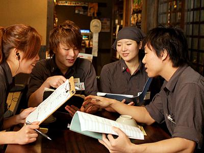 全国にチェーン展開する和風個室居酒屋で、店舗スタッフを募集します!