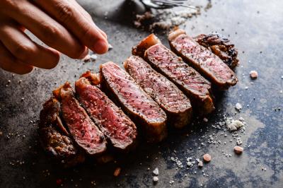 """全国展開中の旨い肉がメインの""""肉カフェ""""で、店長候補としてご活躍ください"""