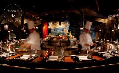 一流の美術品に囲まれたシェフズテーブルを舞台に、キッチンスタッフとしてご活躍ください