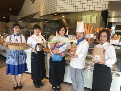"""""""神戸屋ブランド""""各店のスタッフ。熱い想いを込めて、美味しいパンと料理をお届け。"""