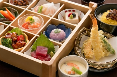 高い調理技術を持った料理人による、和食や中華などのさまざまなメニューが自慢です。