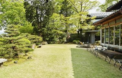 優美な庭園は、高名な庭師を京都から呼び寄せ造らせたものです。