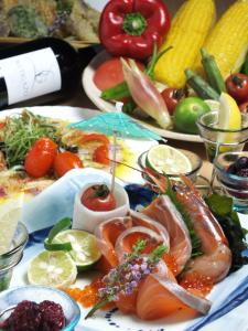 地元の新鮮な食材を使った、定番からオリジナルの様々な料理が学べます。