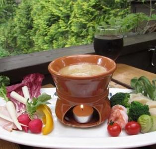 季節野菜や魚介類などが楽しめるバーニャカウダは人気メニュー。