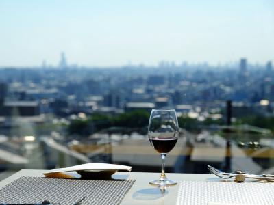 店内の窓からは、大阪平野が一望できます◎