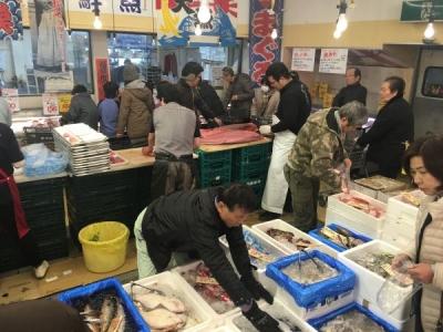 60代のスタッフが活躍中!活気とあたたかさにあふれる「スーパーヤマト」にて、鮮魚調理スタッフを募集。