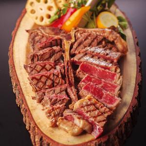 【横浜/新高島】1ポンドステーキ、Tボーンステーキ…ガッツリ肉料理とリーズナブルで美味しいワインが自慢。開放的な空間にて、女子会、宴会をお楽しみいただいております。