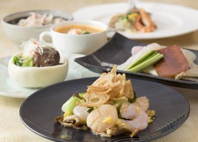 アラカルトメニューから宴会料理まで、幅広い調理に携われます