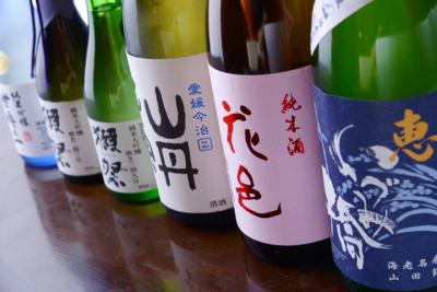 店内には、地酒がズラリ!中々出回らない貴重なお酒もあるのでお酒の知識も深まります。
