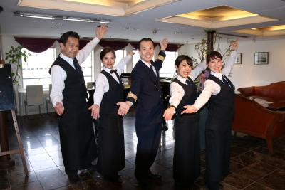 海の上があなたの活躍する新たな舞台!船上レストランでホールスタッフを募集します