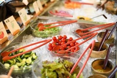 契約農家から仕入れた食材を使った料理を提供するレストランで、キッチンスタッフとしてご活躍を。