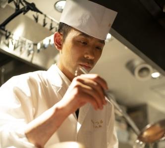 銀座駅から徒歩5分。常連のお客様を数多くかかえる日本料理店で調理スタッフとして活躍しませんか!