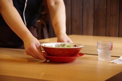 創業者が試行錯誤の末に誕生させたスープがこだわりのラーメンを提供。