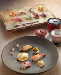 福岡市内にある有名鮨店ですし職人としてさらなるスキルアップを図りませんか。