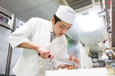 それぞれの経験やスキルを活かして活躍できます。将来は料理長からSVやエリアマネージャーへの道も!
