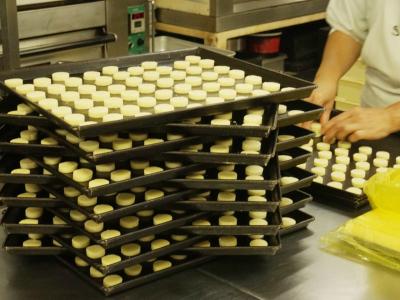 夜勤の場合は焼菓子作りが専門!入社後、日勤で他のスタッフにじっくり教われるので、未経験の方も安心◎