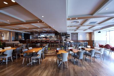 カフェレストランの店内。シンガポールの人気レストランを、日本向けに企画したお店です。
