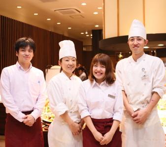 千葉県にある有名テーマパークの複合商業施設内にあるレストラン勤務です!