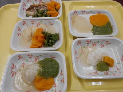 軟菜食、ミキサー食、ペースト食など8つの形態に分けて調理しています