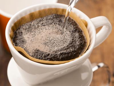 ハワイのコナコーヒーも、丁寧にドリップ。こだわりが詰まったお店です。