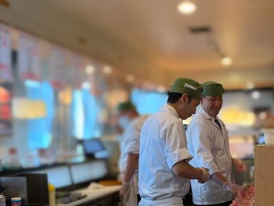 経験がある方には、入社後すぐに寿司の握りや一品料理の調理全般をお任せします。