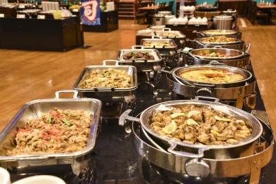 朝食・夕食ともに、和・洋・中の約50種類以上あるメニューを提供
