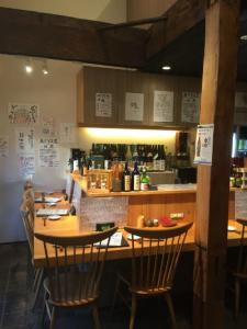 山手線・鶯谷駅スグ!和モダンな雰囲気が特徴の和食居酒屋のホールスタッフ。