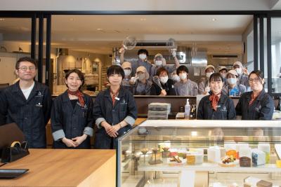 辻口博啓が手がけるショコラトリー『LE CHOCOLAT DE H』の新店で、新しい仲間を募集!