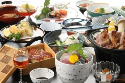大和牛を使ったステーキやヤマトポーク、大和肉鶏、大和野菜など地元食材をふんだんに使用しています。