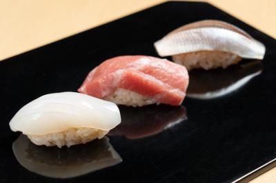 ミシュランガイド京都・大阪+鳥取 2019で一つ星を獲得した鮨店で技術をみがきませんか。