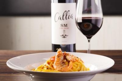 お料理に合う、ワインは、赤、白、スパークリング、50種以上をご用意。ワインの知識も深まります。