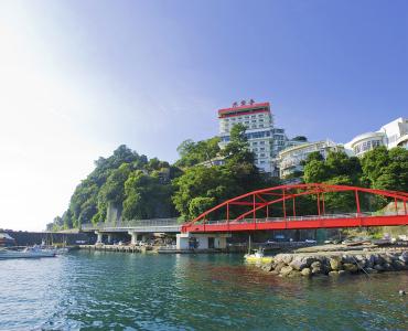 温泉地として高い人気を誇る熱海に位置する当ホテル。相模灘をながめ、豊かな自然に囲まれながら働こう!