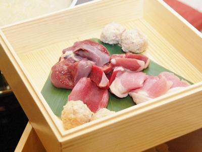 使用しているのは、主に佐賀県産の鶏肉。水炊き以外にも幅広い鶏料理をご用意しています!